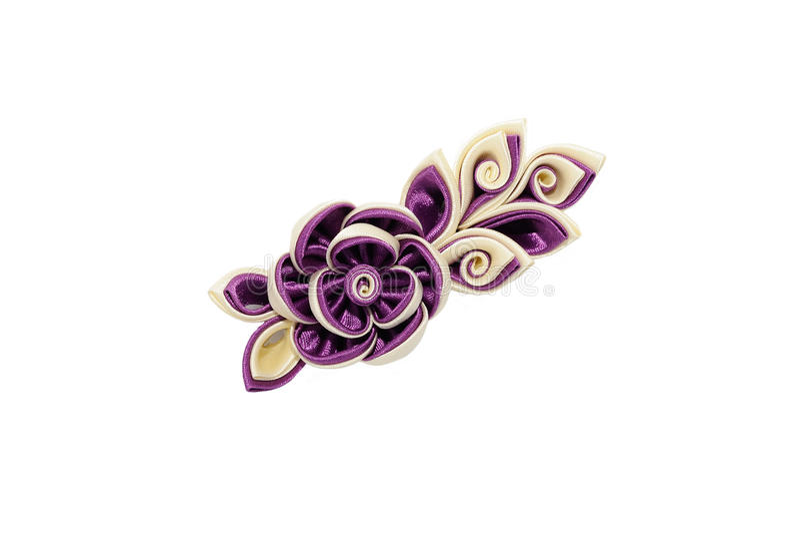 Kanzashi Бежевые фиолетовые искусственные цветки изолированные на задней части белизны стоковое фото
