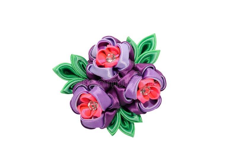 Kanzashi Розовый фиолетовый искусственный цветок изолированный на белом backgr стоковые фото