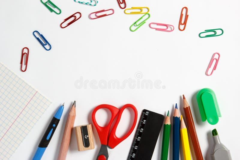 Kanzleigericht für Schule auf einem weißen Hintergrund lizenzfreie stockfotos