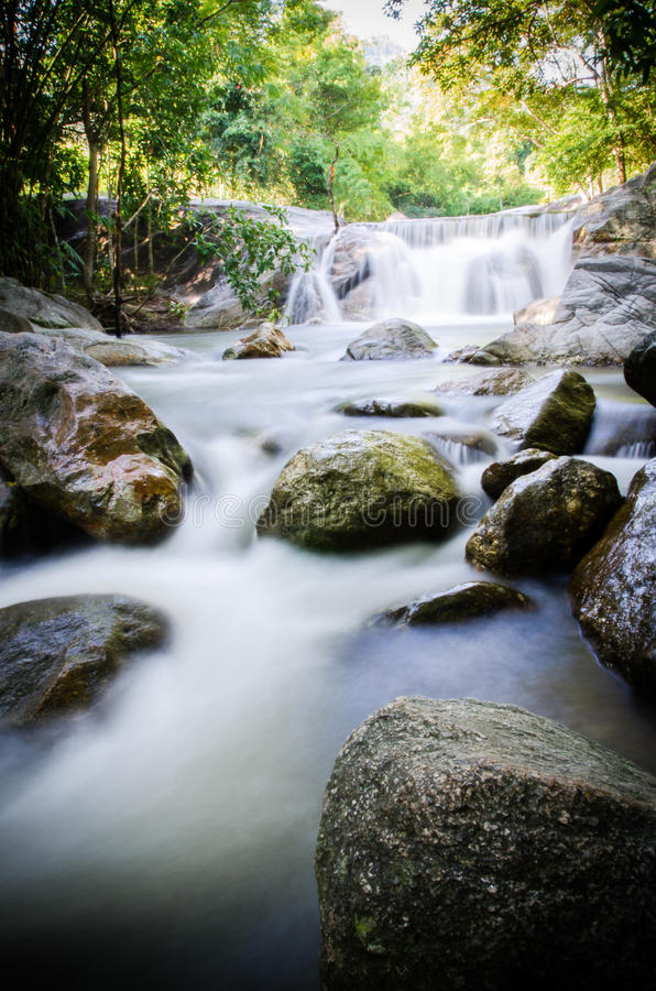 Download Kao-Jone Wasserfall stockfoto. Bild von kalt, ferien - 27733992