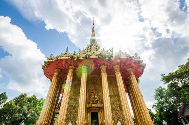 Kao Pha Tum Ma Kan tempel arkivfoton