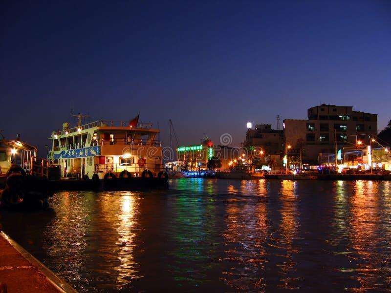 Kaohsiung-Hafen bis zum Night lizenzfreie stockbilder
