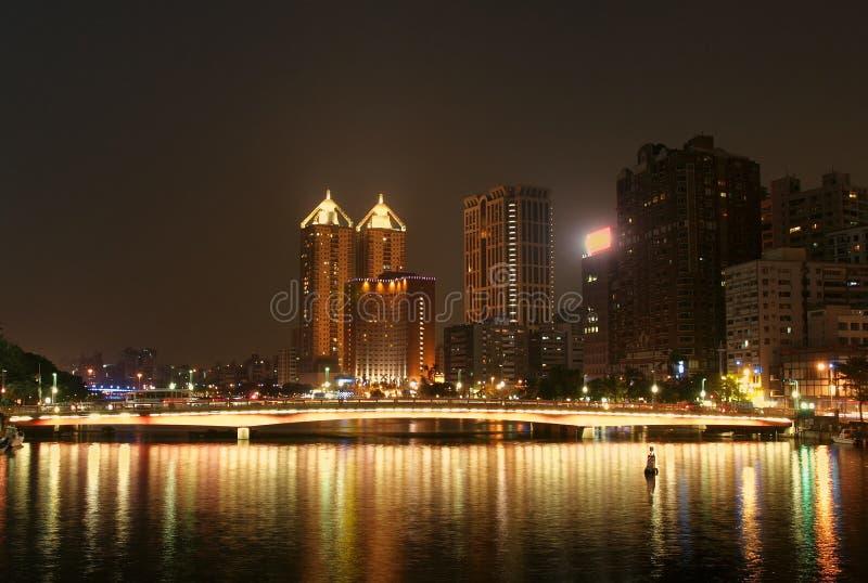 Kaohsiung-Stadt bis zum Night lizenzfreie stockbilder