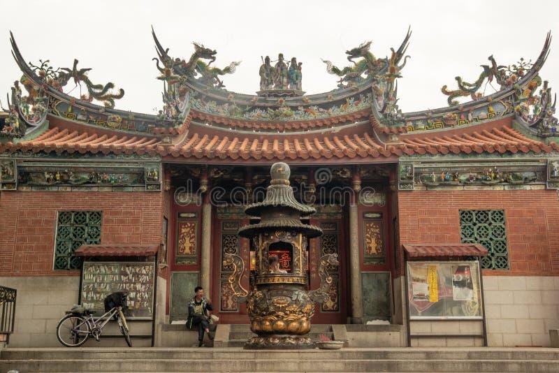Kaohsiung/Taiwan-15 03 2018: Den kinesiska templet i Kaohsiung royaltyfria foton