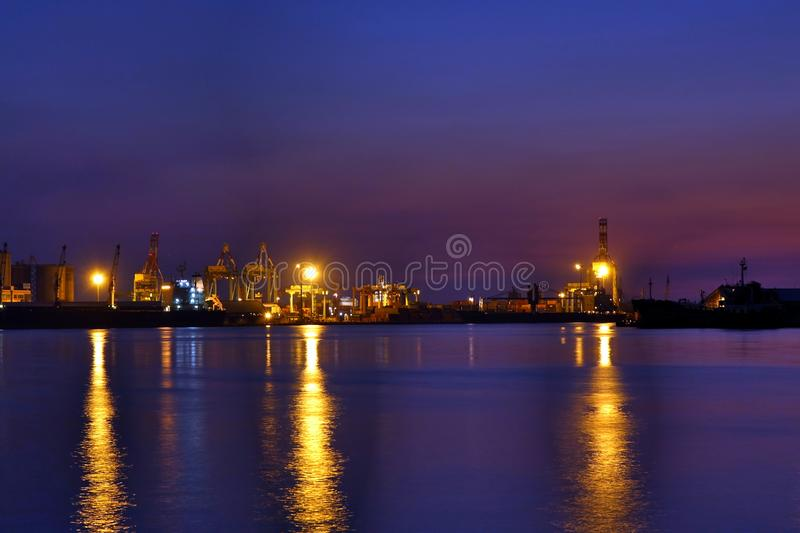 Kaohsiungs-Hafen an der Dämmerung stockbilder