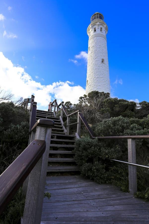 Kap Leeuwin-Leuchtturmgebäude gegen Anziehungskraft des blauen Himmels bei West-Australien lizenzfreies stockbild