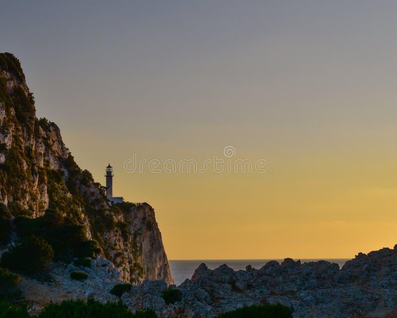 Kap Lefkatas-Leuchtturm während eines Sommersonnenuntergangs auf der Insel von Lefkas in Griechenland lizenzfreie stockbilder