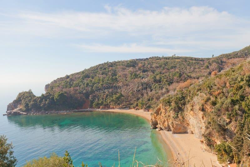 Kap und Strand Mogren nahe Budva, Montenegro lizenzfreie stockfotografie