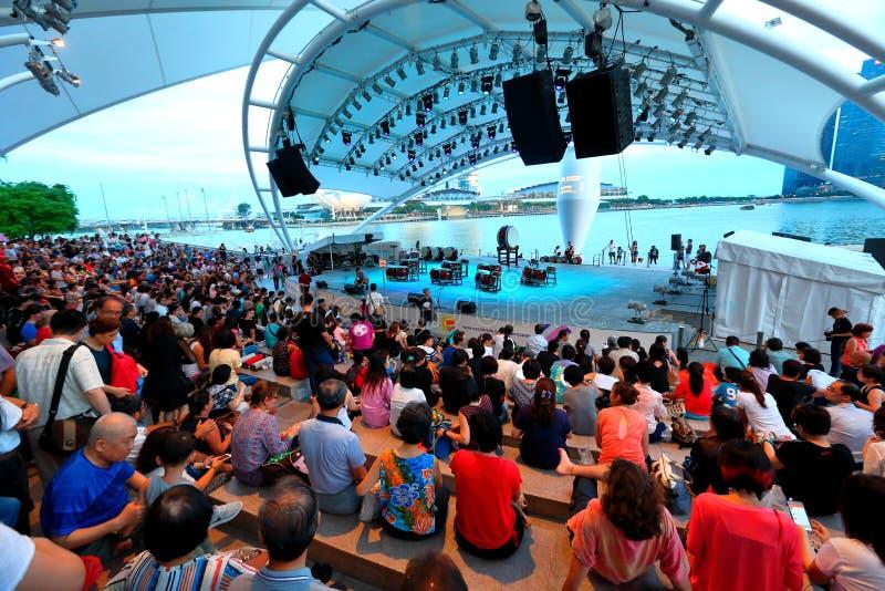 Kapacitet på den utomhus- teatern Singapore för promenad royaltyfri fotografi