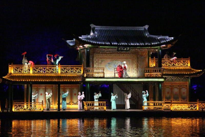 Kapaciteten och ljus för öppen luft visar i den västra sjön, Kina royaltyfri foto