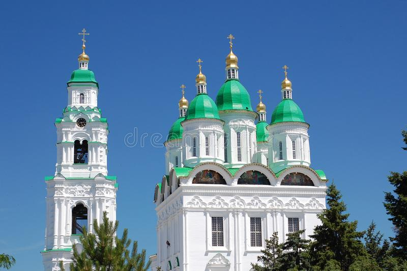 Kapel en kerk in Astrakan het Kremlin stock afbeelding