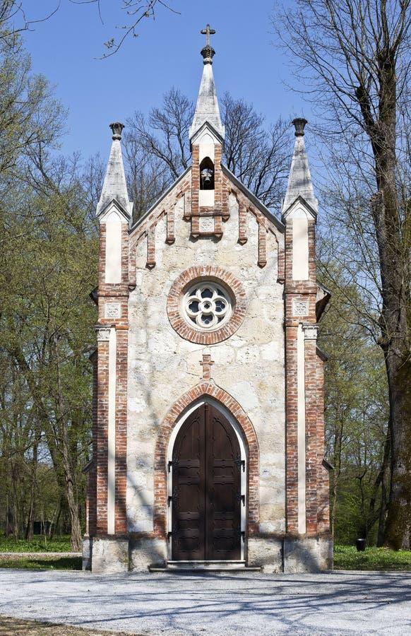 Kapel in het bos van Novi Dvori in Zapresic, Kroatië royalty-vrije stock afbeelding