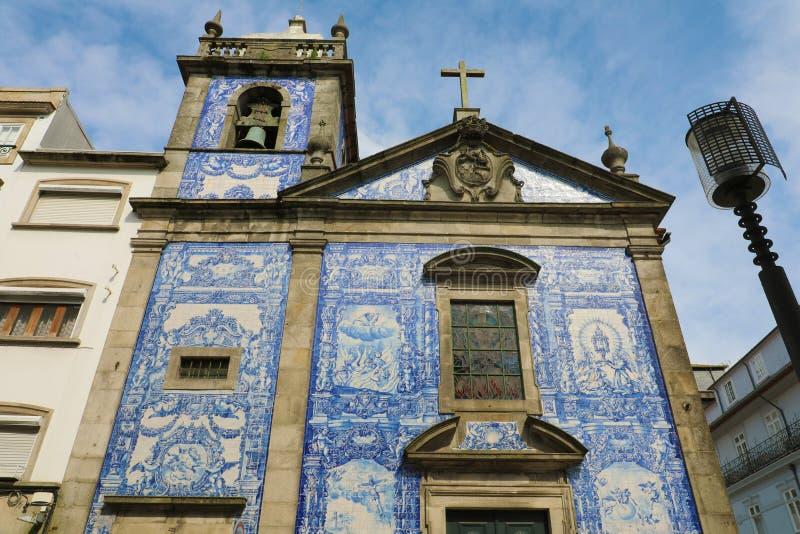 Kapel van Zielen Capela Das Almas op Santa Catarina Street in Porto, Portugal stock foto