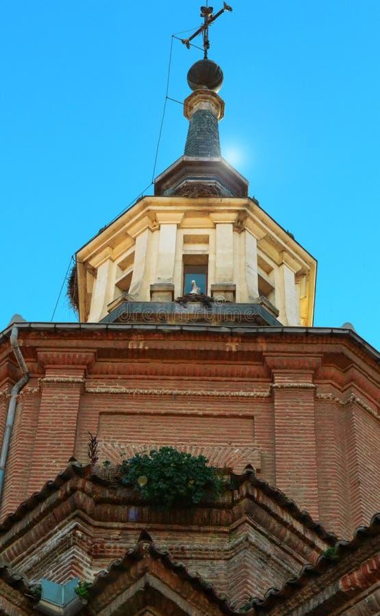 Kapell av en gammal kyrka i strålarna av solen fotografering för bildbyråer