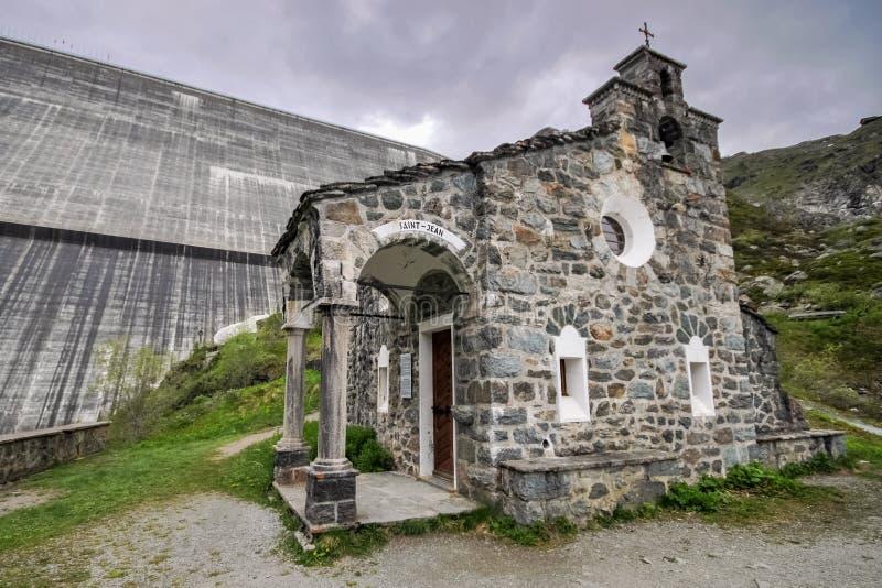 Kapell Helgon-Jean på den stora Dixencen Valais, Schweiz arkivfoto