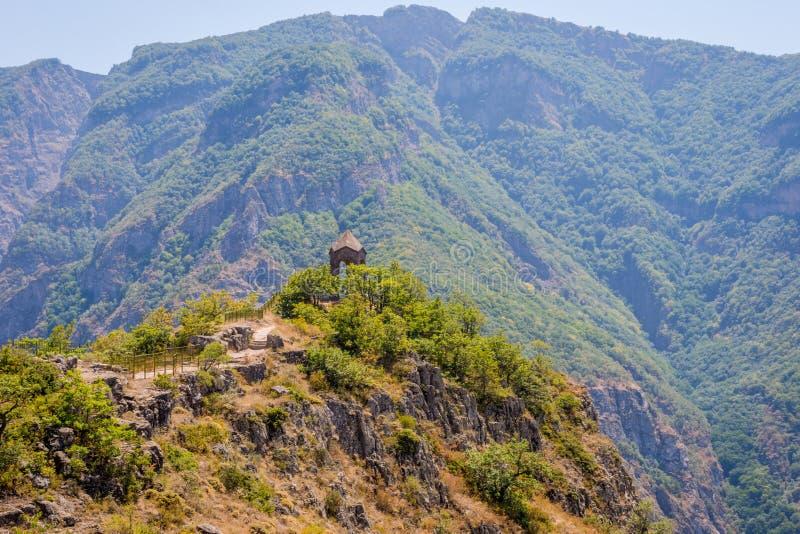 Kapell i berget, Tatev, Armenien fotografering för bildbyråer