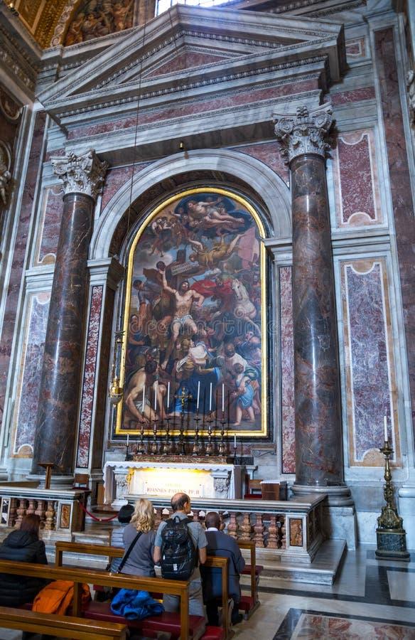 Kapell i namnet av den heliga martyren Sebastian av Mediolan Inre inre Sts Peter basilika i Vaticanen italy royaltyfria foton