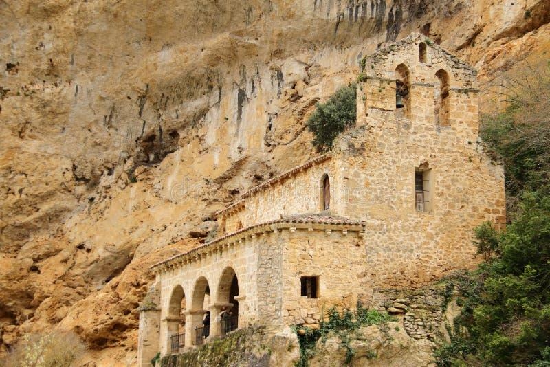 Kapell nära Tobera, Castilla och Leon, Spanien, vår 2019 arkivbilder