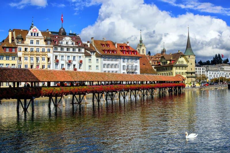 Kapellbro i den gamla staden av Lucerne, Schweiz arkivbilder