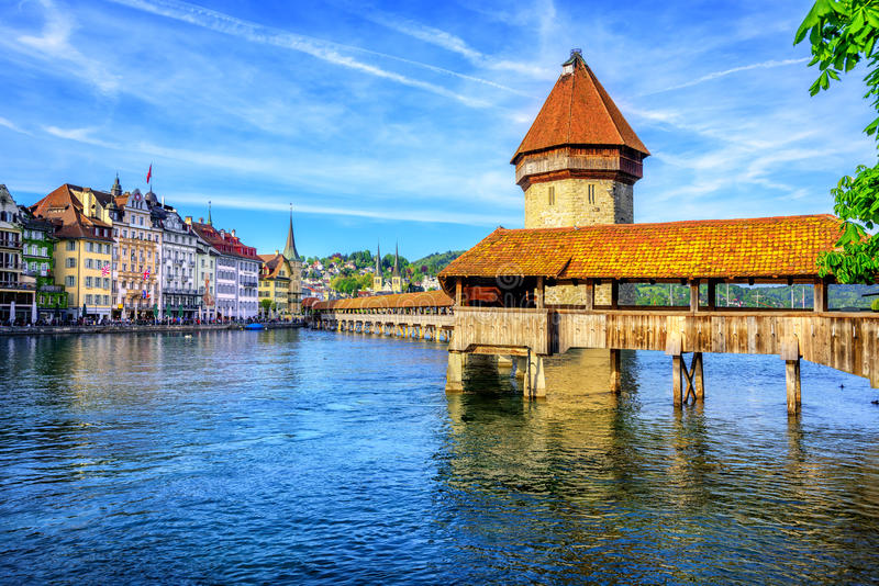 Kapellbro i Lucerne den gamla staden, Schweiz arkivbild