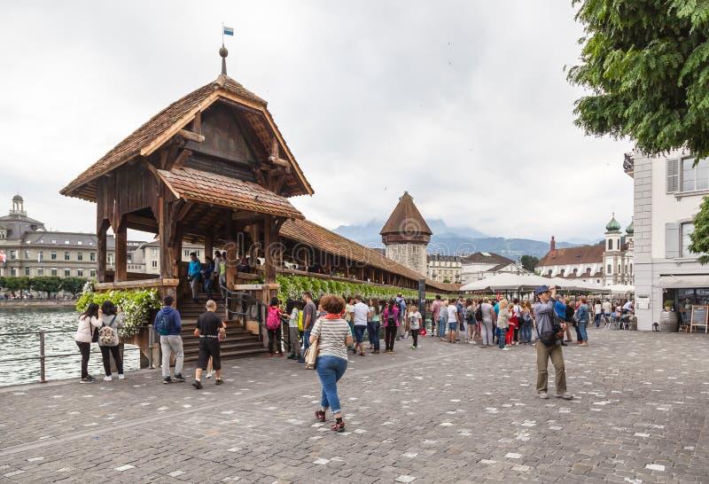 Kapellbro- och vattentorn i Luzern, Schweiz royaltyfria bilder