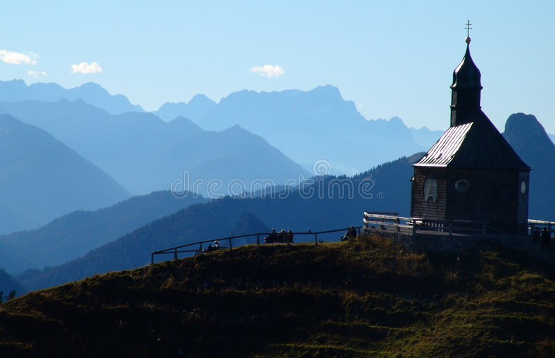 Kapelle auf dem Hügel stockfoto