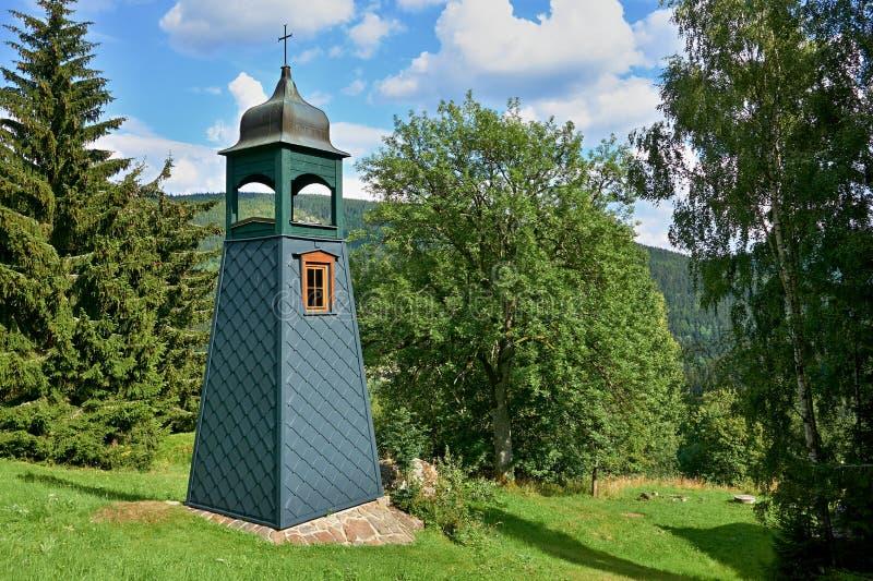 Kapelle in den Bergen stockfotografie
