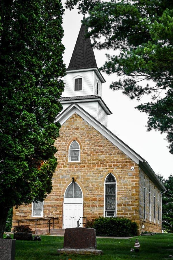 Kapelle im Kirchhof in Wisconsin lizenzfreie stockfotografie