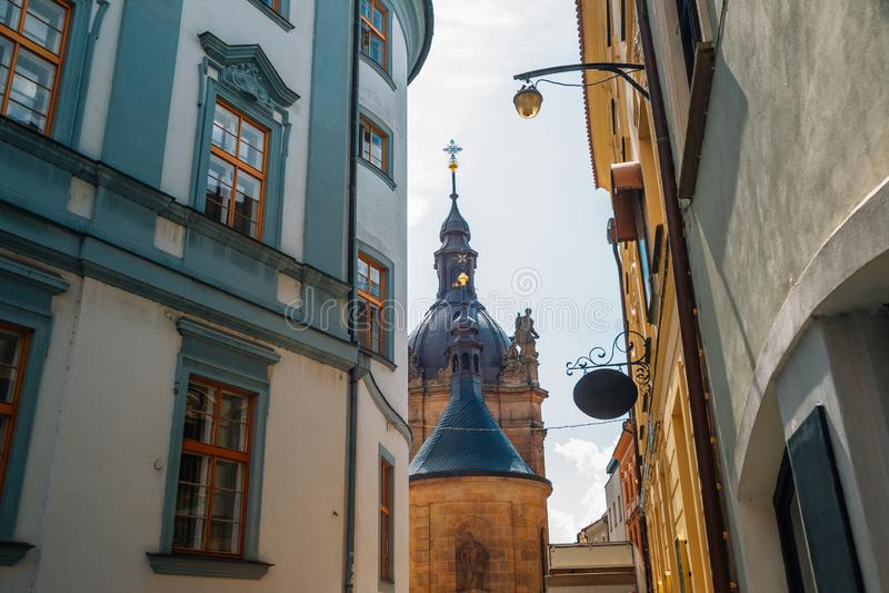 Kapelle St. John Sarkander und Altstadt in Olomouc, Tschechische Republik stockfotos