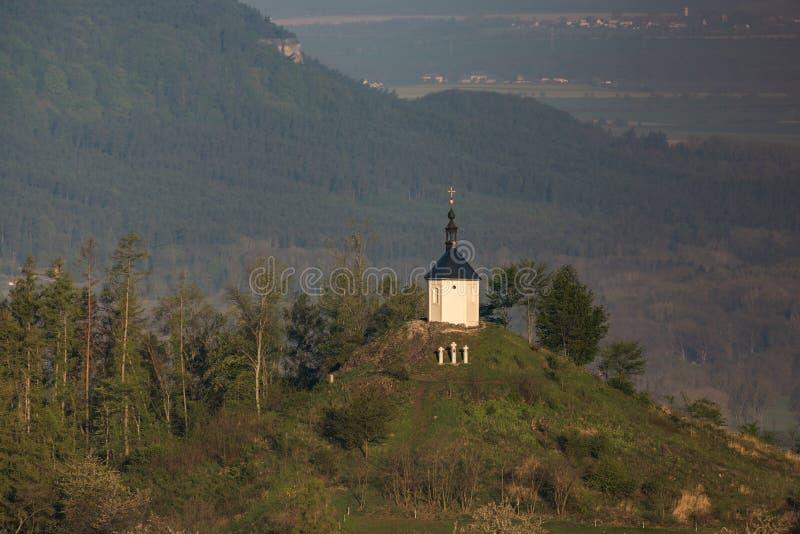 Kapelle von St Anne auf Vysker-H?gel im b?hmischen Paradies stockfotografie