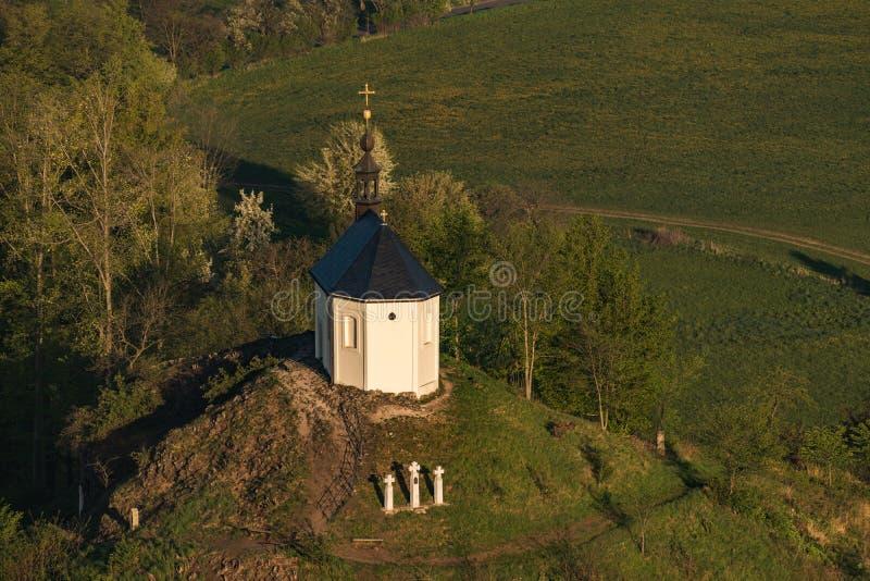 Kapelle von St Anne auf Vysker-H?gel im b?hmischen Paradies stockfotos