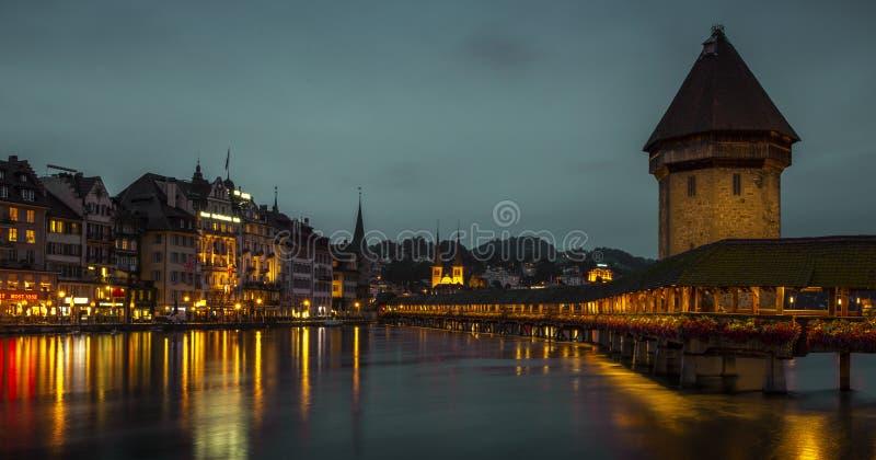Kapellen-Br?cke in der alten Stadt der Luzerne, die Schweiz stockbild