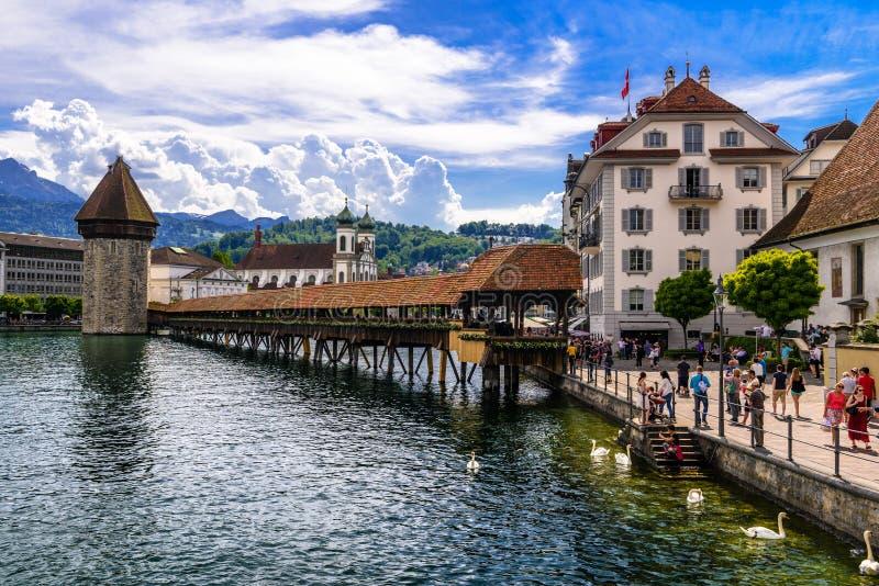 Kapellenbrücke in der Mitte der Luzerne, Luzern, die Schweiz lizenzfreies stockbild