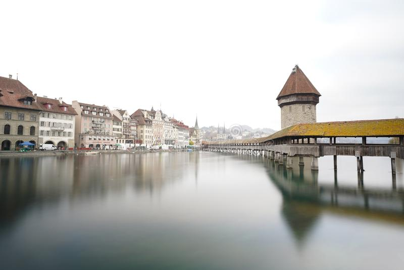 Kapellenbrücke Luzerne die Schweiz lizenzfreies stockfoto