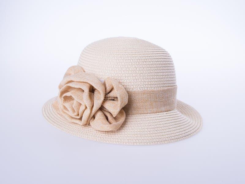 Kapelusz dla damy lub ładny słomiany kapelusz z kwiatem obrazy stock