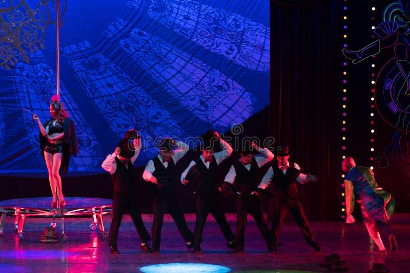 Kapeluszowa akrobatyczna showBaixi sen noc obrazy stock