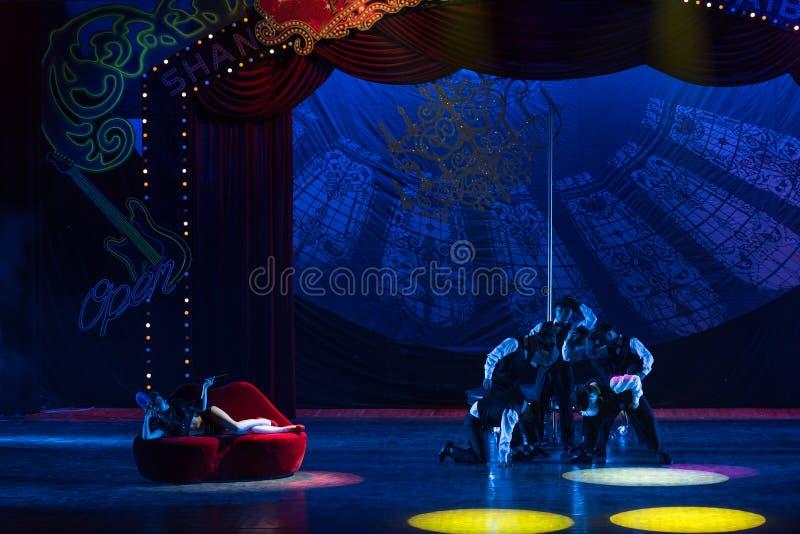 Kapeluszowa akrobatyczna showBaixi sen noc obraz royalty free