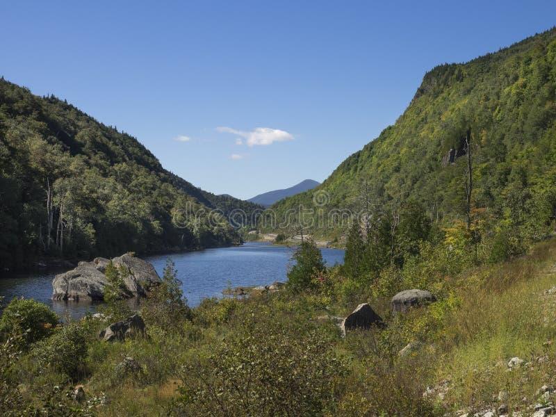 Kapelvijver in de Adirondack-Bergen stock fotografie