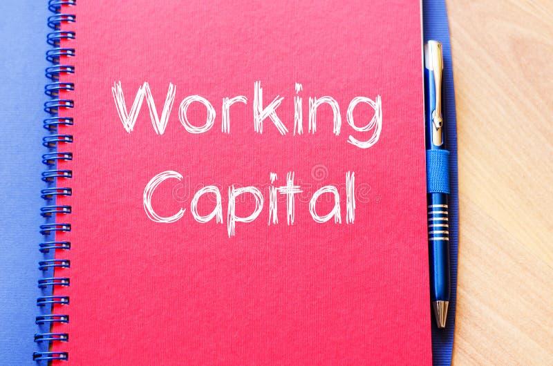 Kapitał obrotowy pisze na notatniku zdjęcia royalty free