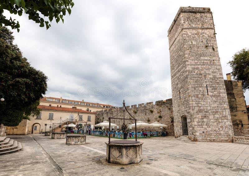 Kapiteins` s Toren op het Vijf Puttenvierkant in Zadar, Kroatië stock afbeeldingen