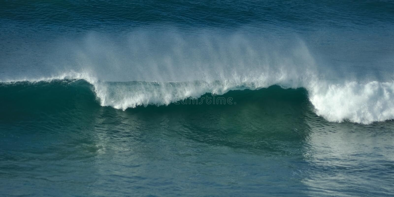 Kapitel der brechenden Welle stockfotografie