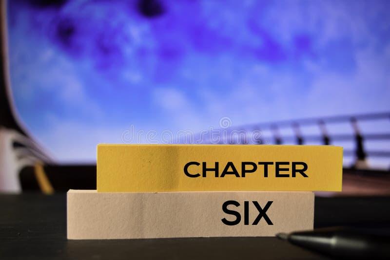 Kapitel sex på de klibbiga anmärkningarna med bokehbakgrund royaltyfria foton