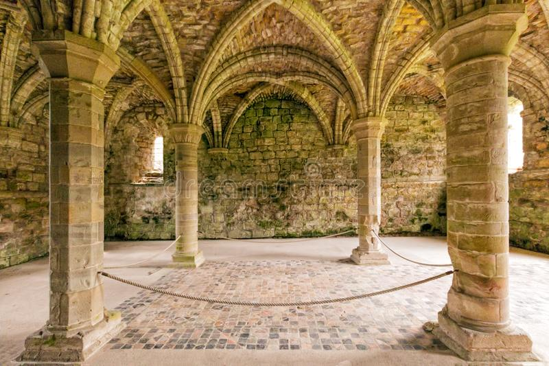 Kapitelsaal, Buildwas-Abtei, Shropshire, England lizenzfreie stockfotos