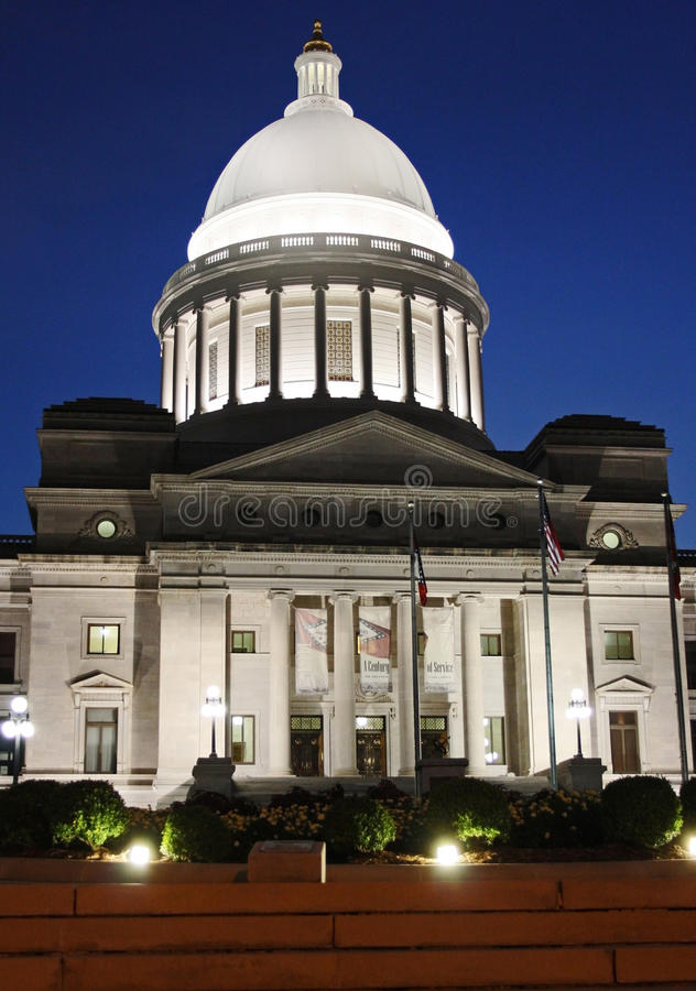Kapitol in Little Rock, Arkansas nachts stockfotos
