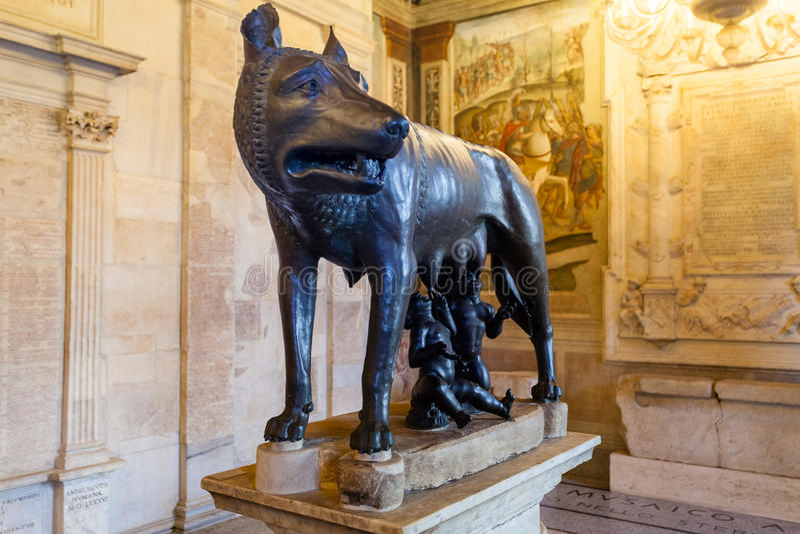 Kapitoliński wilk w Kapitolińskich muzeach w Rzym fotografia royalty free