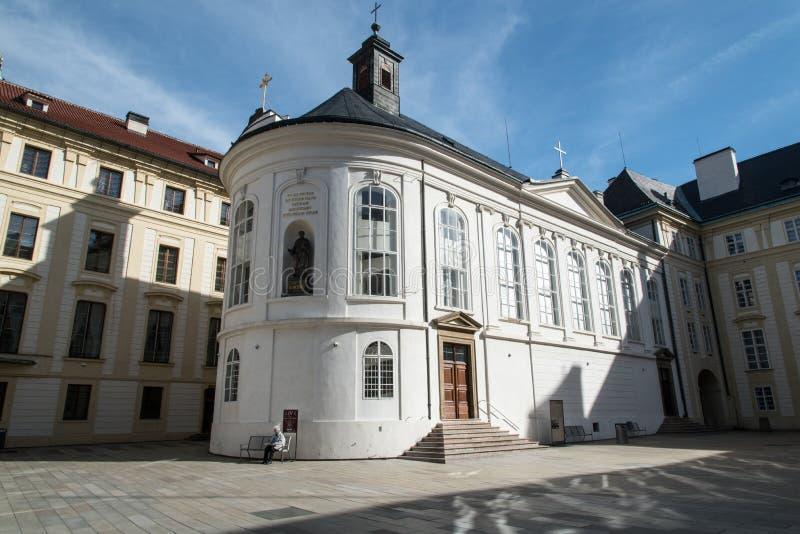 Kaple sv Krize no Prazsky hrad na cidade de Praha, na República Tcheca foto de stock
