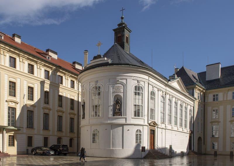 Kaplica Święty krzyż w drugi podwórzu Praga kasztel, republika czech fotografia royalty free