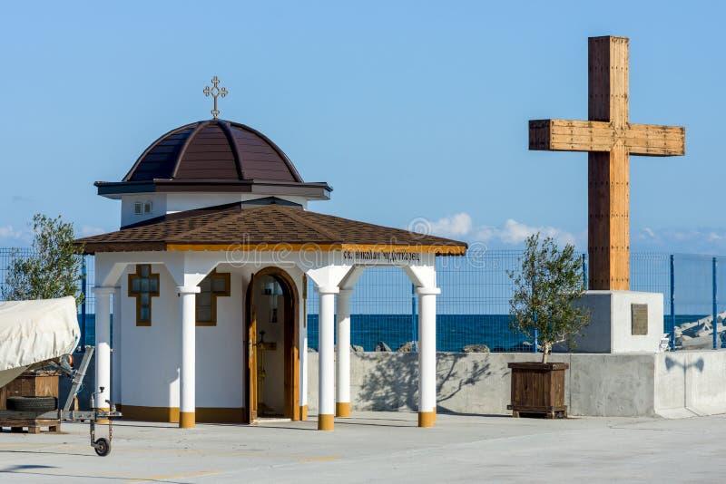 Kaplica St Nicholas w porcie morskim kurortu nadmorskiego miasteczko Pomorie zdjęcie royalty free