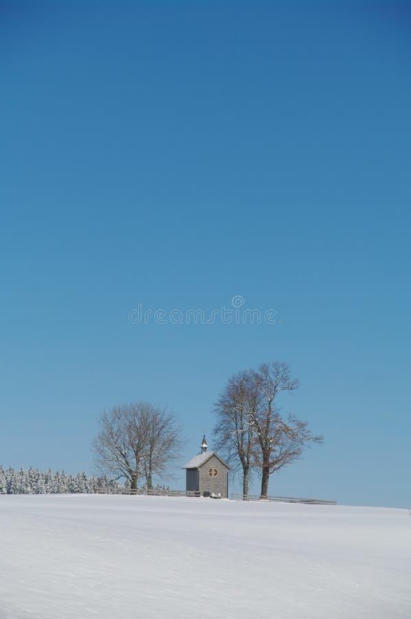Kaplica w zima krajobrazie obrazy royalty free