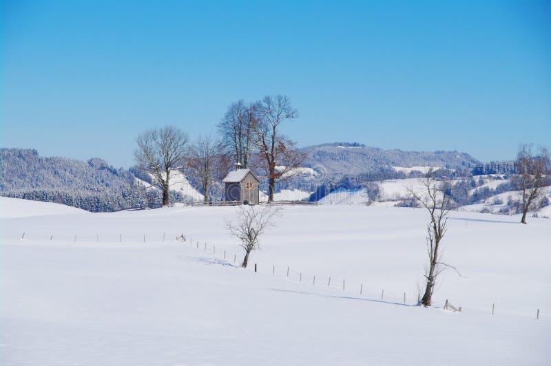 Kaplica w zima krajobrazie zdjęcia royalty free